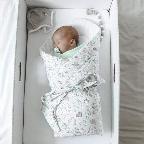 Novorodenec v zavinovačke - Slovak Baby Box