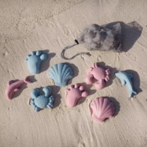 Silikónové formičky do piesku Scrunch. Leto a formičky.
